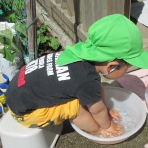 入室 2歳児 足洗い